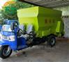 农牧业养殖青储喂料机 柴油7立方双侧撒料车