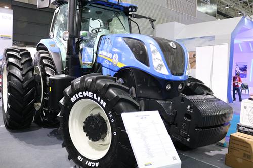 凯斯纽荷兰全新机型T7.2204拖拉机亮相农机展